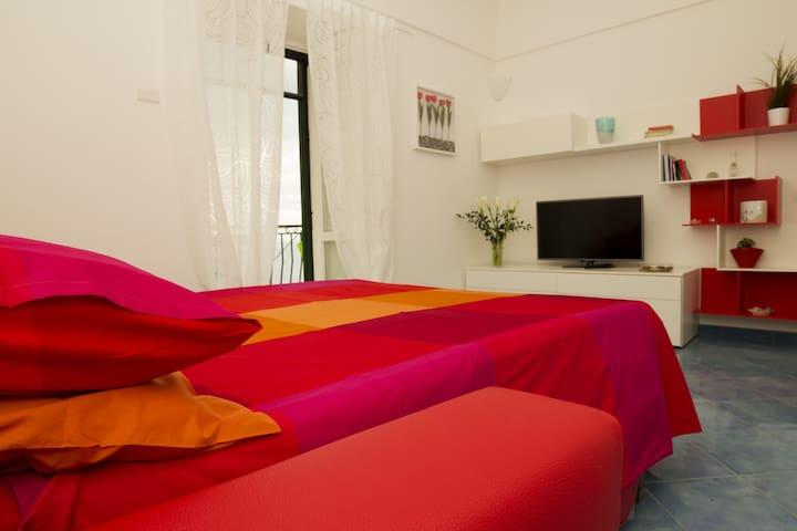 Ampio e confortevole divano/letto nel soggiorno