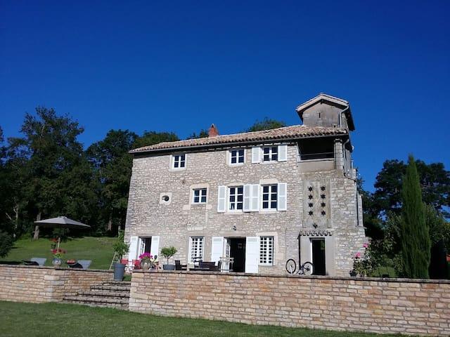 Belle maison ancienne dans les hauteurs deTournus