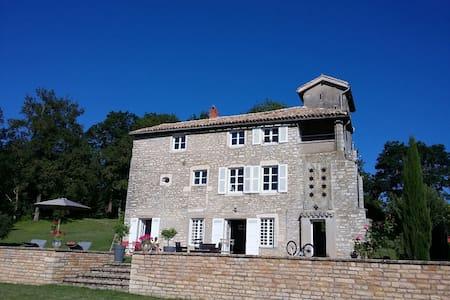 Belle maison ancienne dans les hauteurs deTournus - Tournus