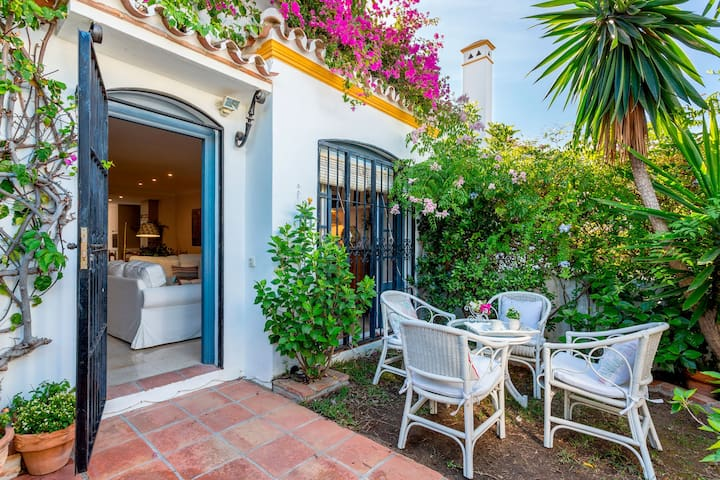 3 Bdrs Apartm with private Terraces & communal Swimming Pool in Estepona. Benamara II