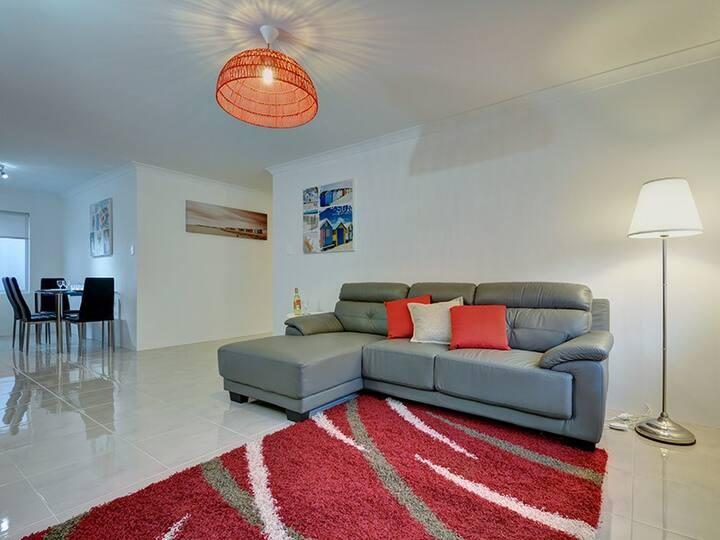 Chic Beach Apartment *Free WIFI*