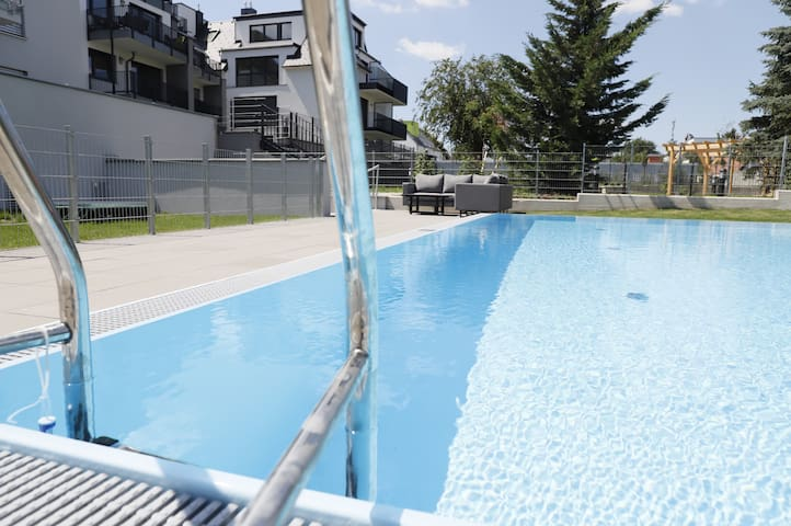 Rooftop Terrace, free garage parking and Pool!