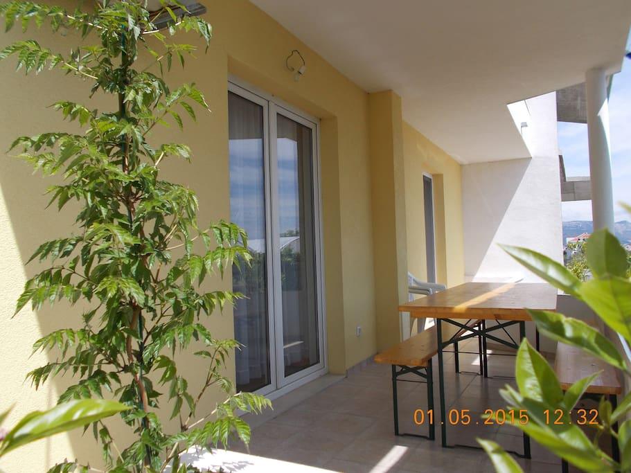 A1(2+3): terrace