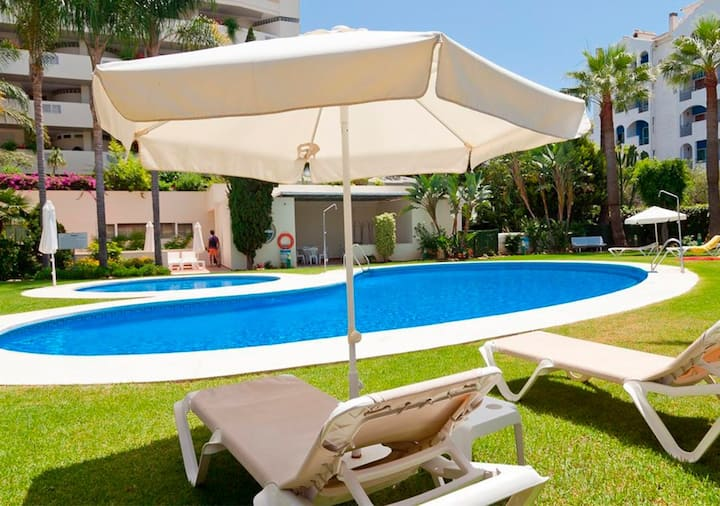 Luxury Apartment Puerto Banús. Beach, Pool & Gym