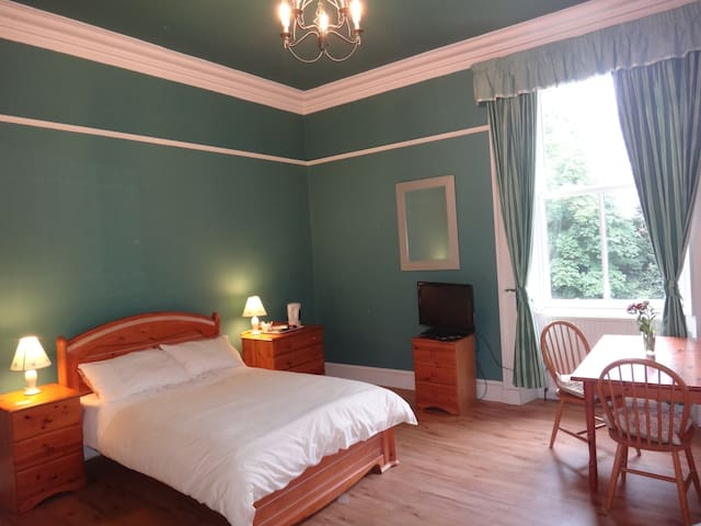 Immaculate En-suite Family Room - Tillicoultry - Bed & Breakfast