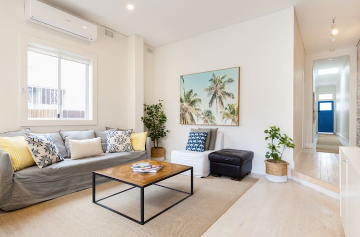 The Lucky Dog Bondi Beach 3 Bed+ 2 Bath + garden
