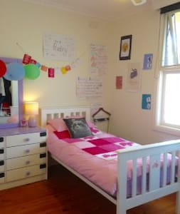 Single Bedroom, Child/Pets Welcome, B/Fast Items, - Lovely Banks