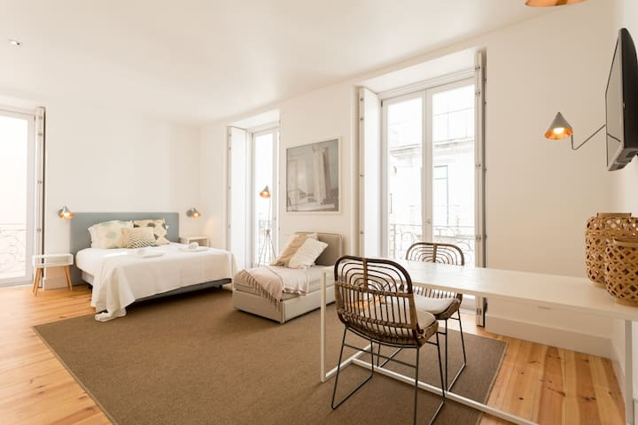 Chiado Cozy 1 Studio w/balcony - by LU Holidays
