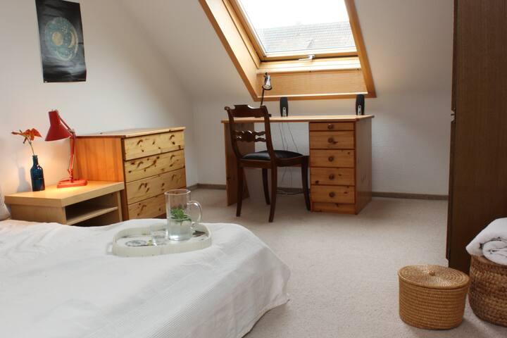 Möbliertes Zimmer für 1 bis 2 Pers. - Stuttgart - Dům