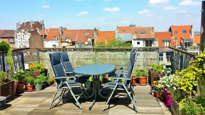 Grand appart lumineux + terrasse - Saint-Gilles - Apartament