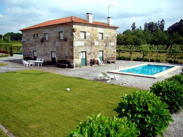 Stone house, 4+2 rooms, pool, garden