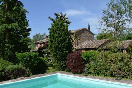LE VIGNACCE beautiful countryhouse - Pozzo della Chiana - บ้าน