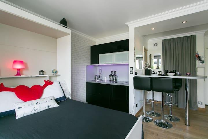 Apartment with balcony and parking - Paryż - Apartament