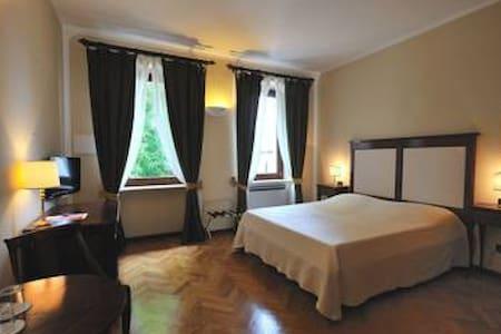 Lago di Garda, Villa Ferrario - costermano - Bed & Breakfast