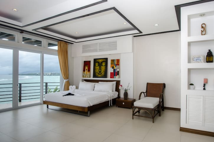 3 bedroom penthouse overlooking the ocean - Malay - Leilighet