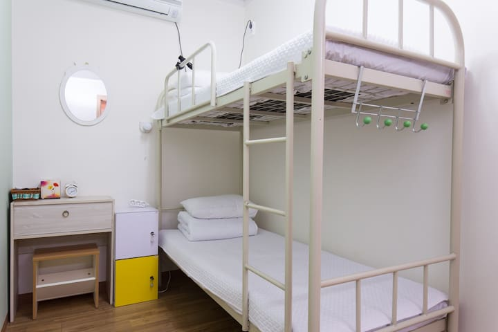 Twin room, Cozzzy GuestHouse in Hongdae