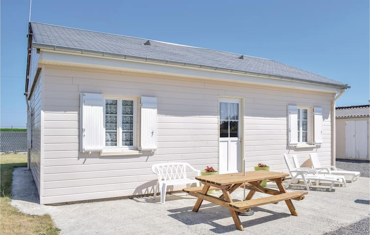 Holiday cottage with 2 bedrooms on 52m² in Creances-Plage