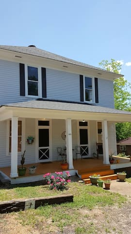 Vintage/Modern House/ Apt. Porch - Starkville - Apartment