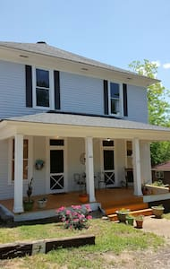 Vintage/Modern House/ Apt. Porch - Starkville - Appartement