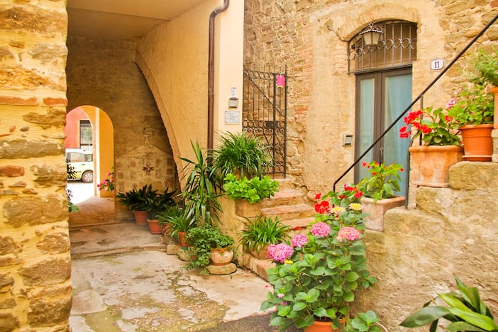 Cosy medieval flat 20m from square - Bettona - Apartment
