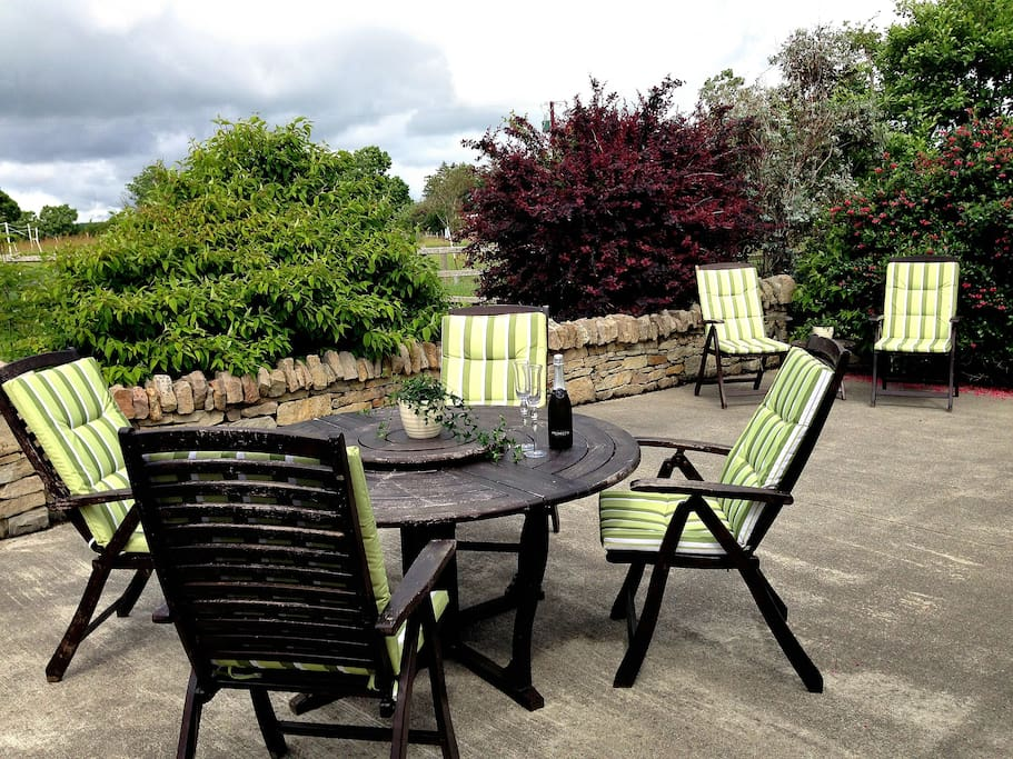 Patio/outdoor seating