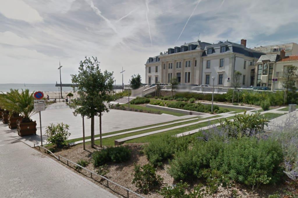 chambre priv e deux pas de la plage appartements louer les sables d 39 olonne pays de. Black Bedroom Furniture Sets. Home Design Ideas
