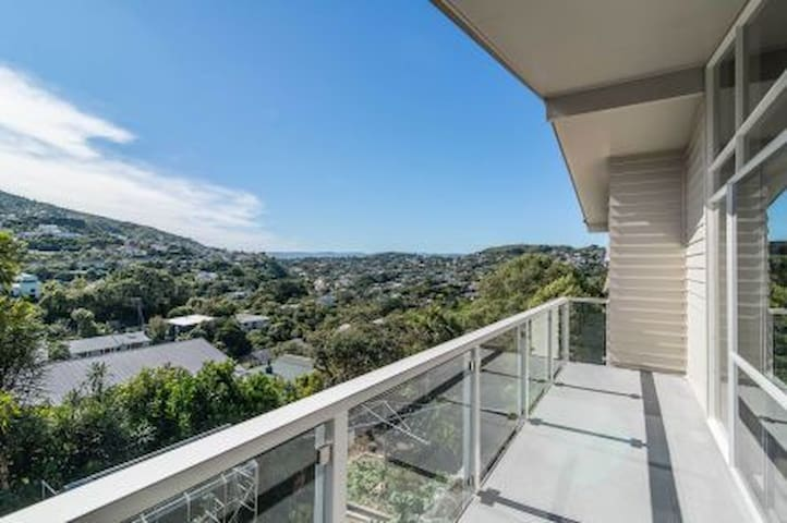 Ngaio, private bathroom, great location, clean.