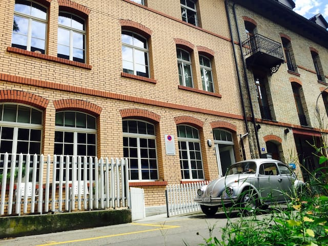 ZURICH CITY STUDIO! (80m2, free parking)