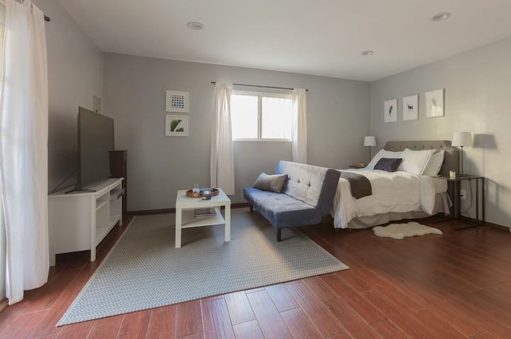 Private Beverly Hills Adj. Guest-House