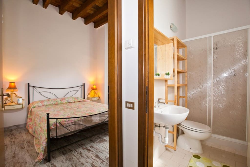 Bedroom and bathroom -Camera e bagno