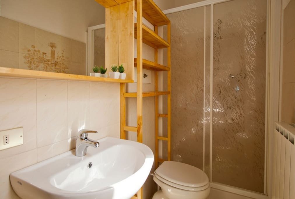 Bathroom with shower -Bagno
