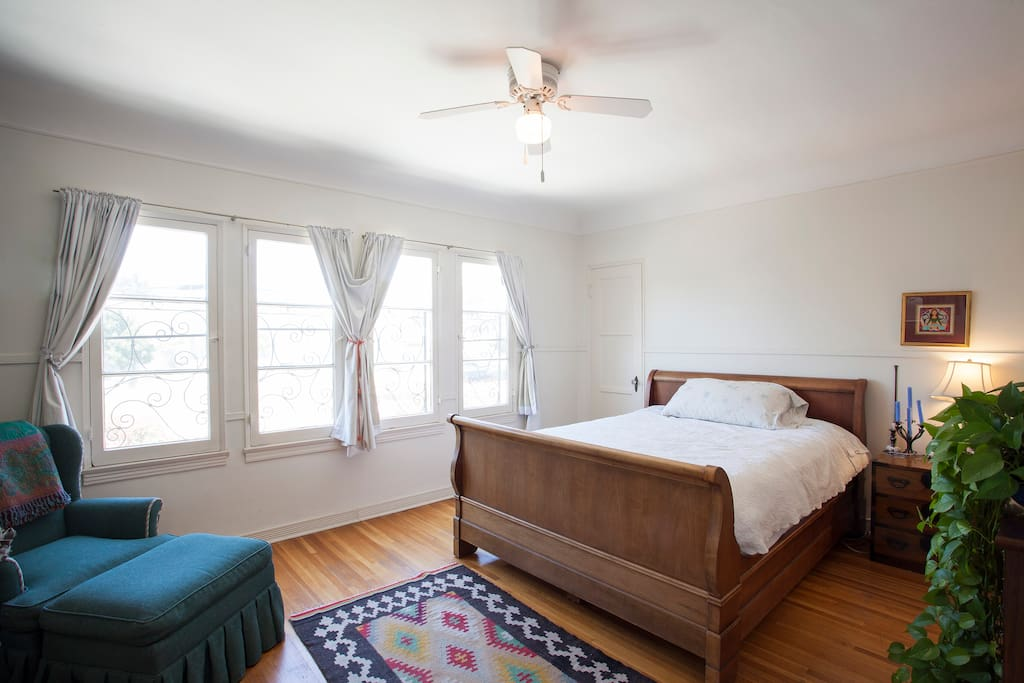 beautiful big room in family home can sleep 3 houses for rent in los angeles california. Black Bedroom Furniture Sets. Home Design Ideas