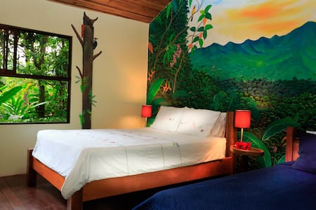 El Toucan Garden View Room - Bed & Breakfast