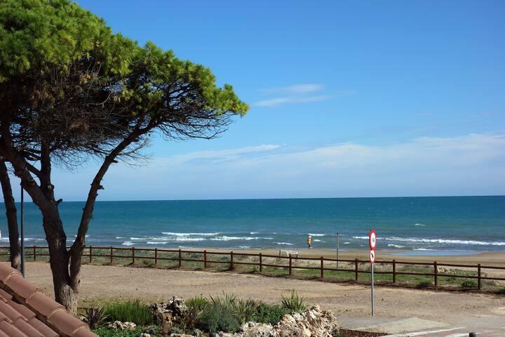 Primerísima línea, con terraza frontal al mar. - Alcossebre - Apartamento