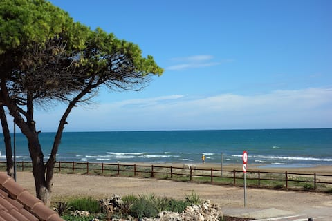 Primerísima línea, terraza frontal al mar, parking