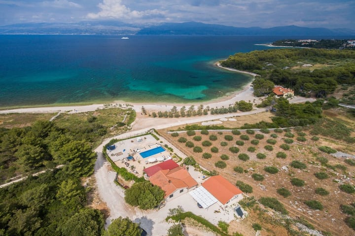 Beachfront House Mir with private pool and jacuzzi right at the beach in beautiful bay in Mirca - Brac