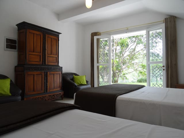 Triple room with garden access