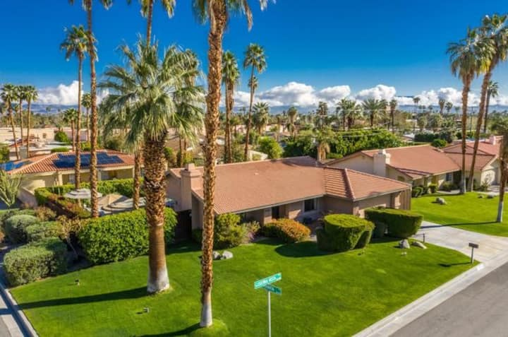 Fun & Sun in Palm Desert Private home with Pool