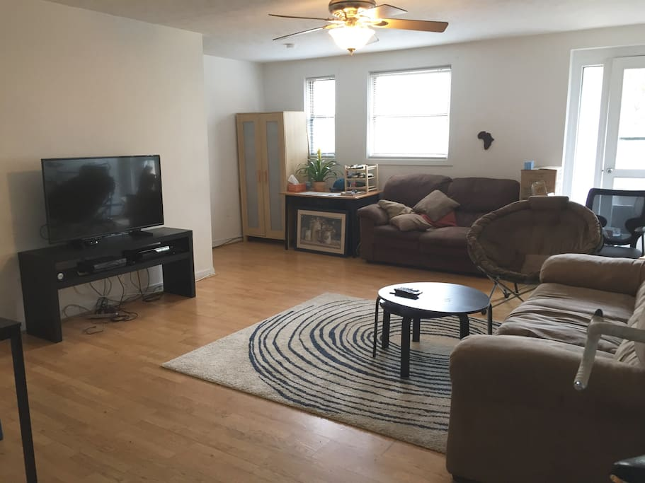 cozy rm w lg living area near yale apartments for rent in new haven connecticut united states. Black Bedroom Furniture Sets. Home Design Ideas