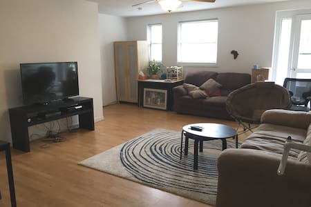 Cozy rm w/Lg Living area near Yale - New Haven