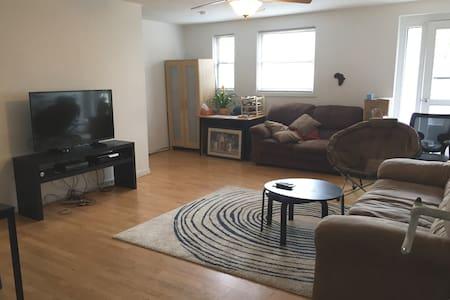 Cozy rm w/Lg Living area near Yale - 纽黑文 - 公寓