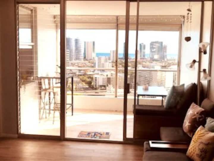 Large, bright top-floor unit!  Ocean view & lanai!