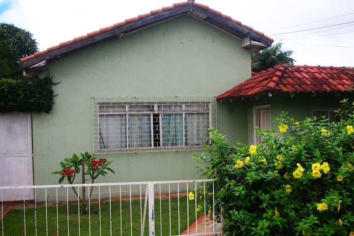 quarto privado - cama de casal - Campo Grande - House