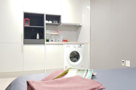 동문시장 도보5분, 공항인근, 원도심, 취사/세탁가능-No503 (2 beds)