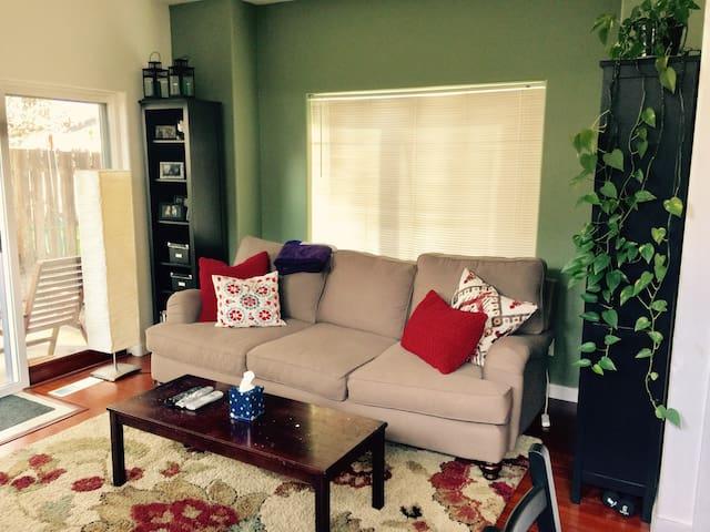 Comfy House w/ Backyard Retreat in SE Portland