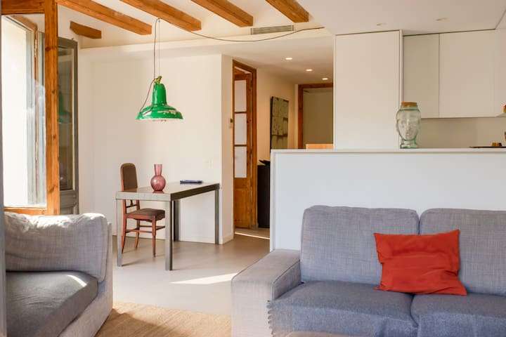 Cozy double bedroom with views on Montjuic.