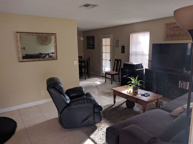 Charming 2nd floor 2 bedroom with parking - Las Vegas - Apartmen