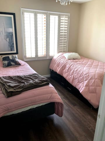 Hampton, VA - Middle Bedroom #2 with 2 Single Beds