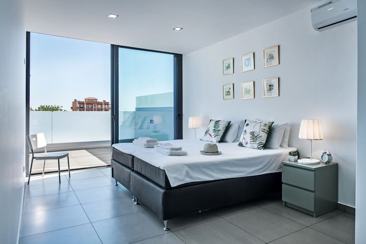 Master bedroom can be made as a pair of twin beds or a wonderful super king