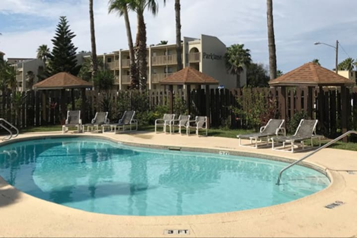 Surfside Condo - Complex pool & hot tub!